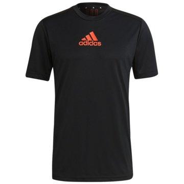 adidas T-ShirtsPRIMEBLUE DESIGNED TO MOVE SPORT 3-STREIFEN T-SHIRT - GM2145 schwarz