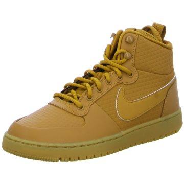 Nike Street Look braun