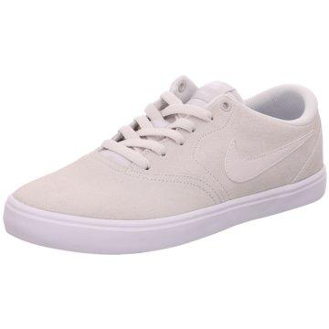 Nike Street LookSneaker beige