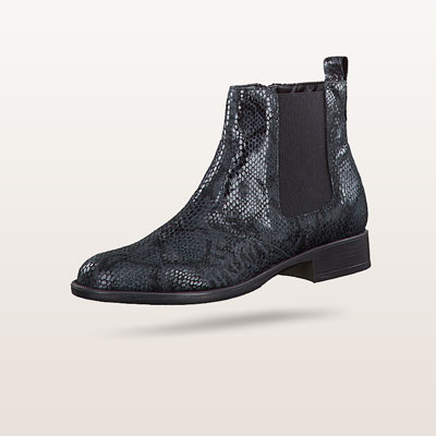 Schwarze Tamaris Boots in dezenter Reptil-Optik.