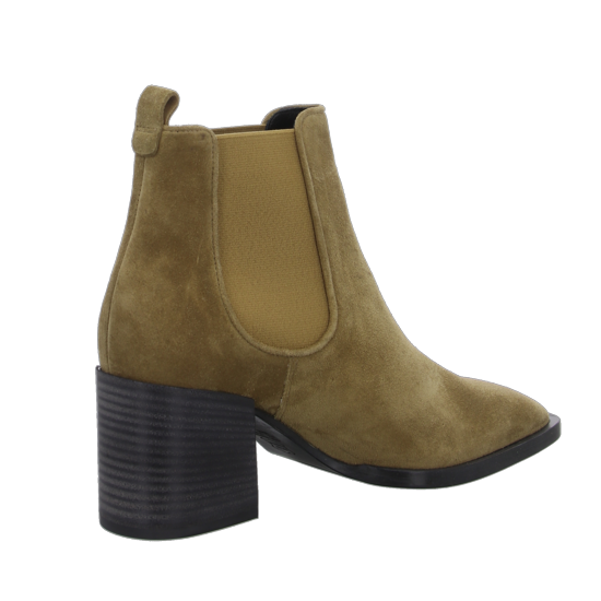 Chelsea Boot Kennel + Schmenger